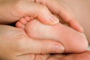 Почему болят ножки у ребенка 5 лет. Почему у ребенка болят ноги по ночам