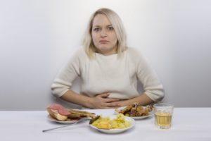 Что принять при переедании и тяжести. Таблетки от переедания или как помочь желудку справиться с едой