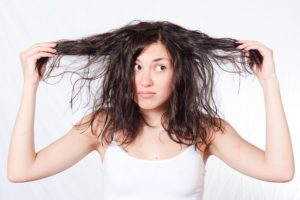 Почему волосы быстро жирнеют у мужчин и женщин? Почему быстро жирнеют волосы