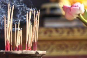 Благовония палочки вред и польза. Все секреты эффективного использования благовоний для медитации и не только