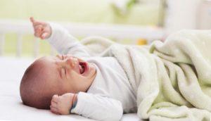 Почему ребенок хнычет во сне. Причины почему всхлипывают во сне дети до года и после года