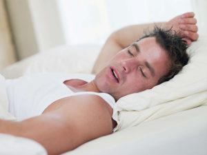 Почему потеет грудь и ноги во сне. Основные причины и лечение ночной потливости