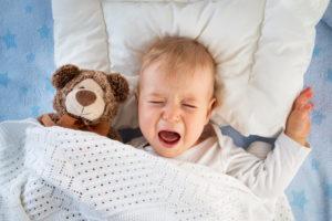 Ребенок 11 месяцев стал плохо засыпать. Доктор комаровский о том, что делать, если ребенок плохо спит ночью и часто просыпается. Полезные позы для сна