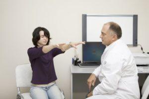 Какие жалобы говорить неврологу. Врач – невролог. Какие болезни лечит