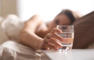 Можно ли пить воду на ночь и чем это полезно. Полезно ли пить воду на ночь