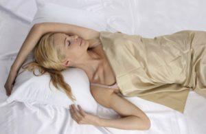 Спать сидя положив голову на стол. Почему некоторые люди спят только сидя. Выбор лучшей сидящей позы для сна