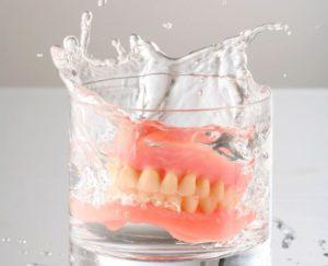 Привыкание к съемным зубным протезам: как облегчить адаптацию. Как быстрее привыкнуть к съемным зубным протезам
