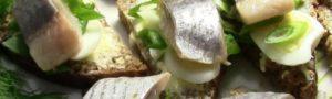 Можно ли кормящей маме соленую селедку