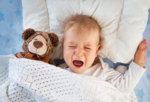 Малыш плачет во сне не просыпаясь. Почему малыш плачет, не просыпаясь. Почему ребенок плохо спит и просыпается каждый час
