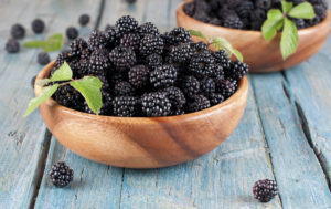 Ежевика, полезные свойства и противопоказания. Ежевика (листья, ягоды) – полезные, лечебные свойства и противопоказания, рецепты