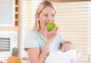 Селедка во время лактации: польза или вред. Селедка при грудном вскармливании: можно ли есть кормящей маме, в каком виде, когда включать в рацион малыша