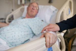 Можно ли посещать больных в реанимации? Почему в реанимацию не пускают родственников