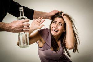 Алкоголь и агрессия: причины взаимосвязи и факторы, усугубляющие эту взаимосвязь. Почему появляется агрессия при алкогольном опьянении