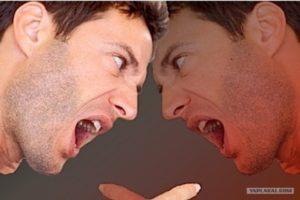 Человек постоянно разговаривает сам с собой. Человек разговаривает сам с собой