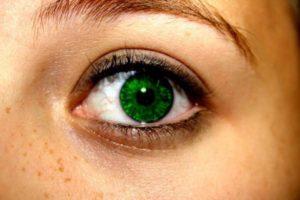 Что нужно сделать глаза зеленые. Как сделать глаза голубыми без линз