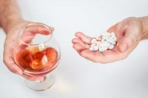 Алкоголь и Де-Нол – совместим ли препарат с употреблением спиртных напитков? Совместимость и взаимодействие де-нола и алкоголя Де нол противопоказания к алкоголю