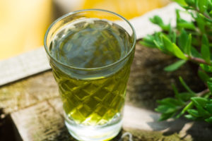 Рецепт приготовления настойки из крапивы на водке (спирту, самогоне). Настойка из крапивы на спирту лечебные свойства
