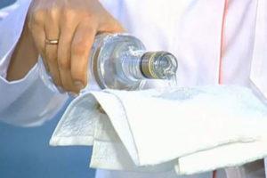 Как правильно растереть ребенка водкой. Как растирать ребенка водкой при температуре