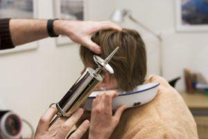 Где можно промыть уши. Способы промывания ушей в домашних условиях. В каких случаях применяется кюретаж