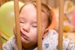 Малыш не хочет спать ночью. Ребенок не хочет спать: что делать? Почему ребенок не хочет ложиться спать — днем, ночью, в коляске, в своей кроватке, в детском саду