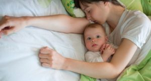 Плохо спит малыш в 9 месяцев. Ребенок (9 месяцев) плохо спит ночью: как помочь малышу уснуть