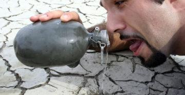 Хочется пить постоянно. Мучает, мучит острая, сильная жажда. Причина. Дефицит воды. Обезвоживание. О чём говорит постоянная жажда